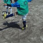 他の選手もやはり足首が曲がり、足を真っ直ぐ振っています!