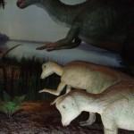 この恐竜は動いています!
