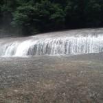 吹き割りの滝④